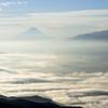 雲海の向こうに