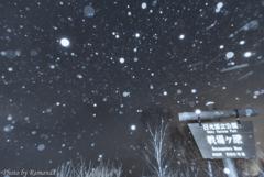 雪しんしんと