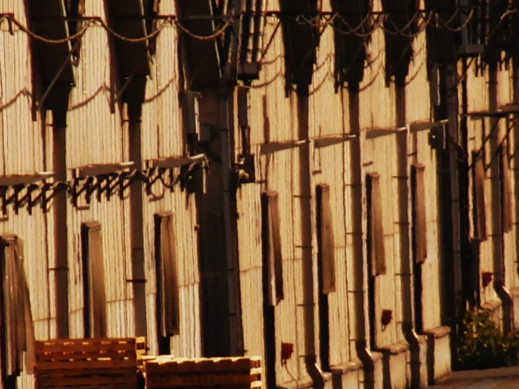 埠頭の倉庫達