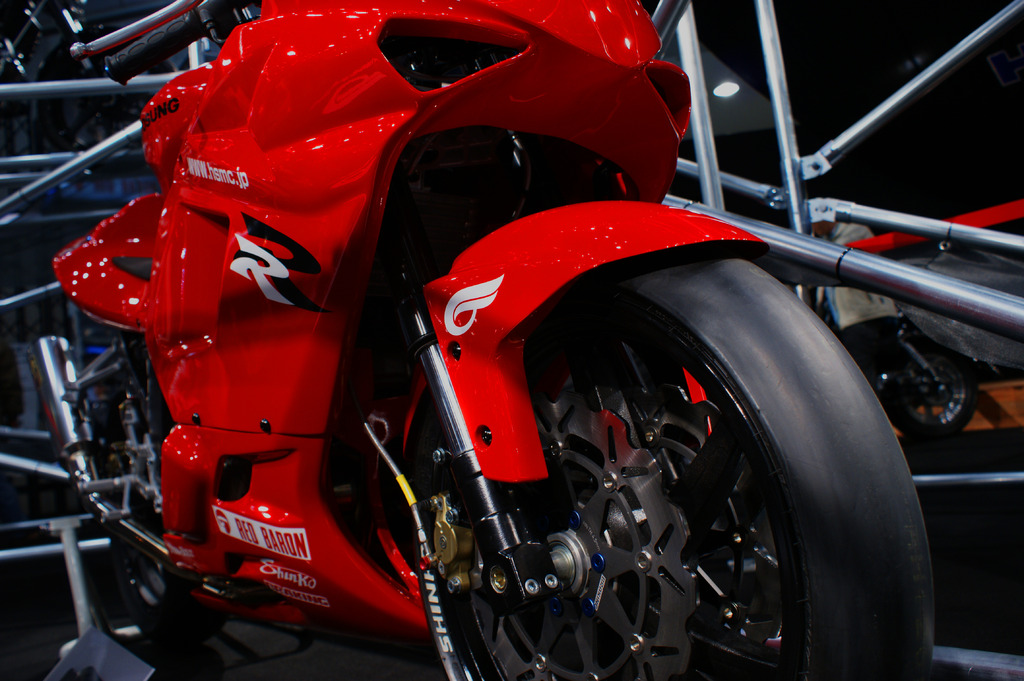 赤いバイク