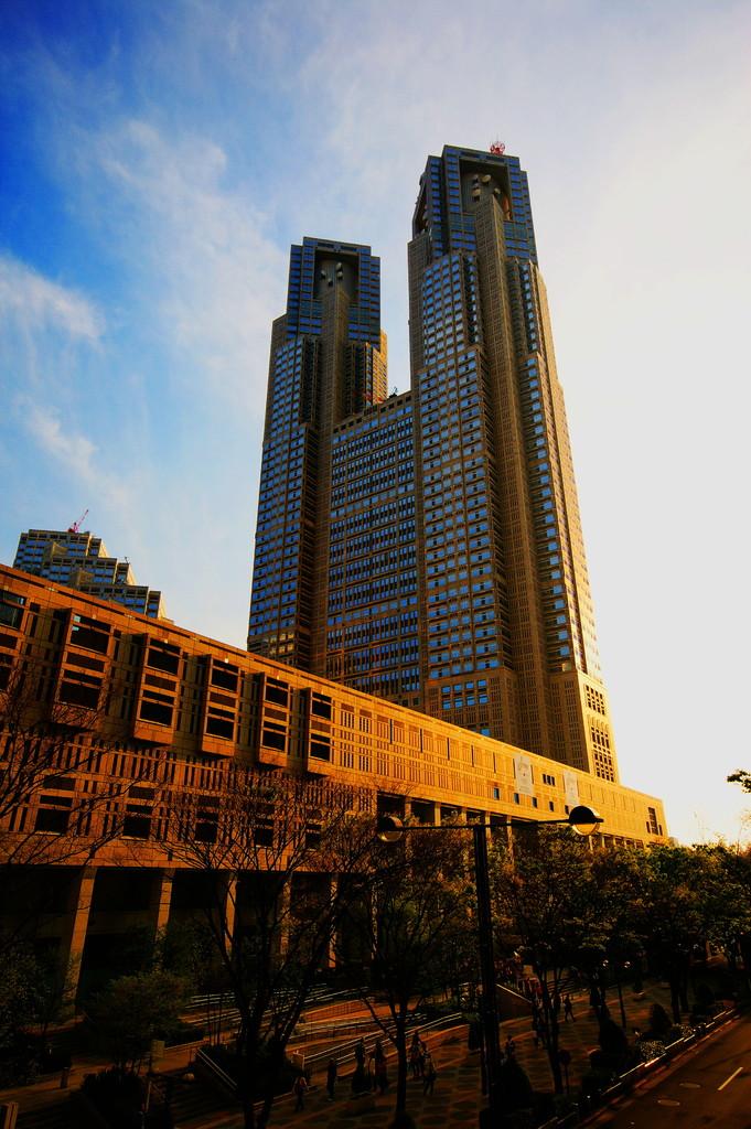 照らされる都庁
