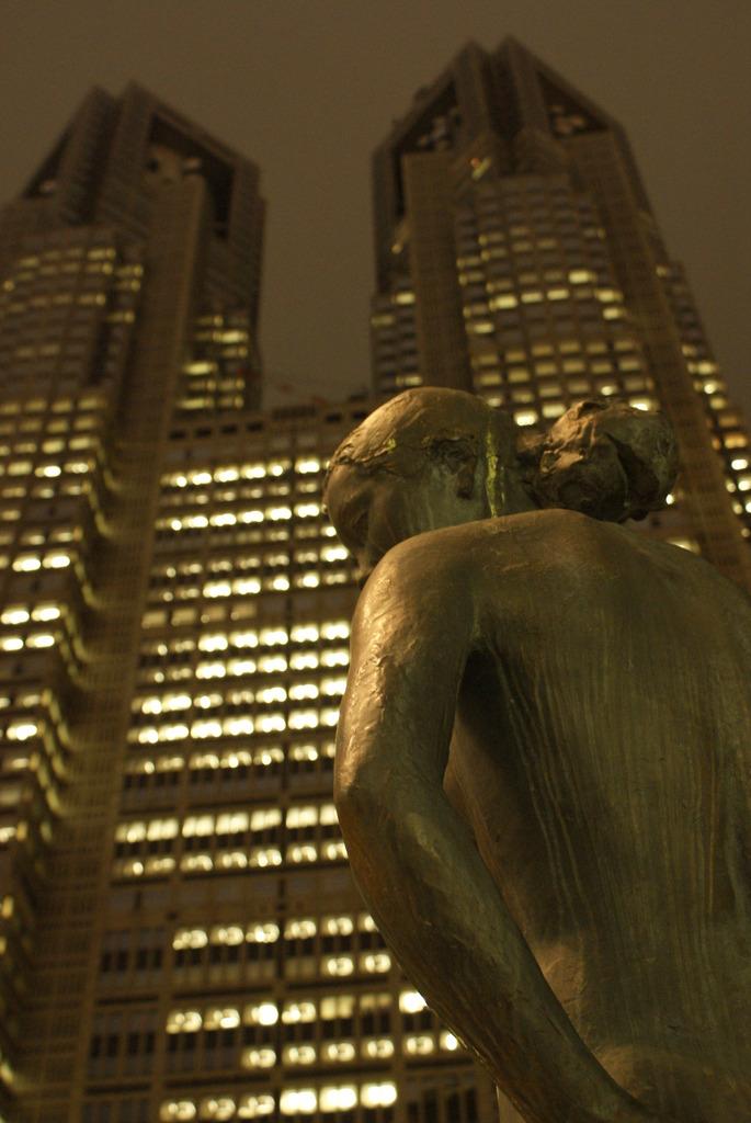 都庁前の女神?