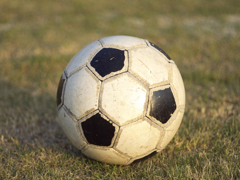 公園でサッカー・・・