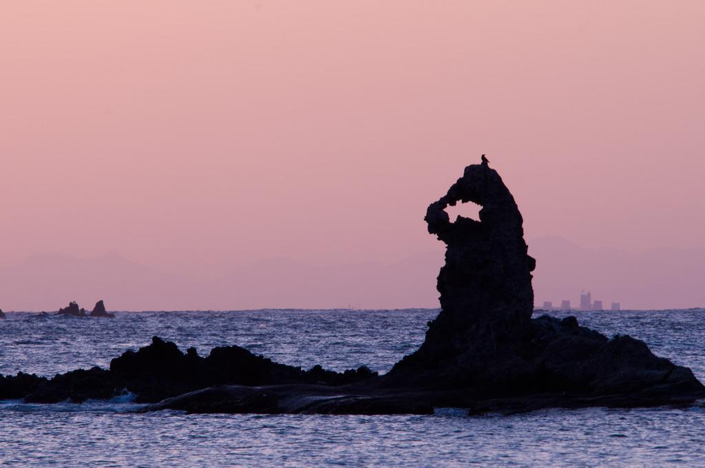 奇石のシルエット