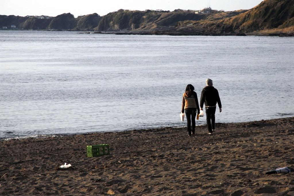 三戸海岸のカップル