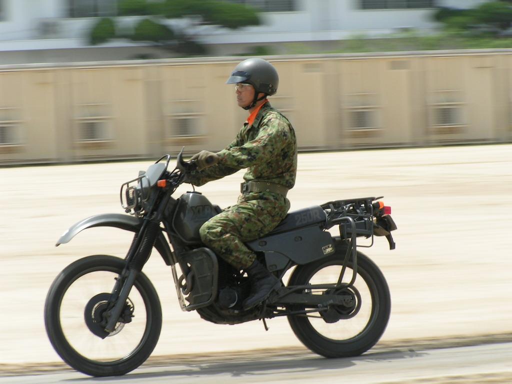 バイク偵察部隊