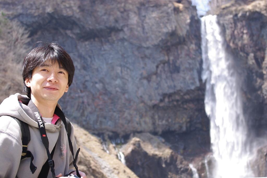 滝とヤタベ