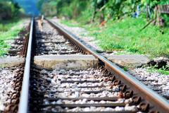 鉄 道  の 石 階