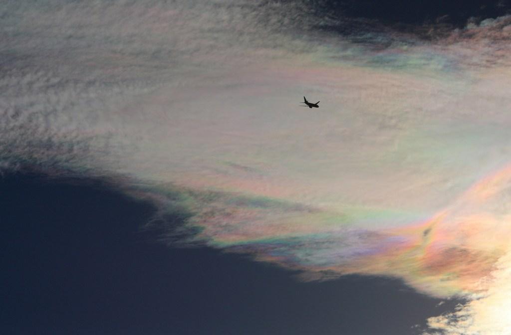 彩雲に向かって