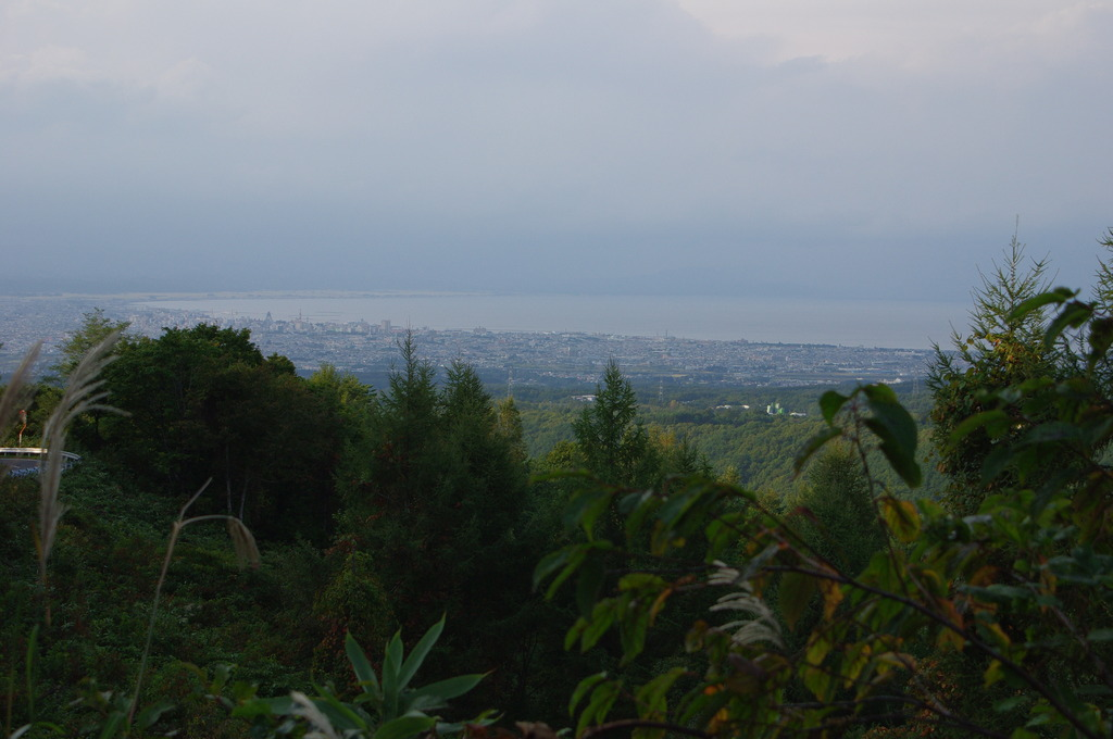 山から青森市を撮影