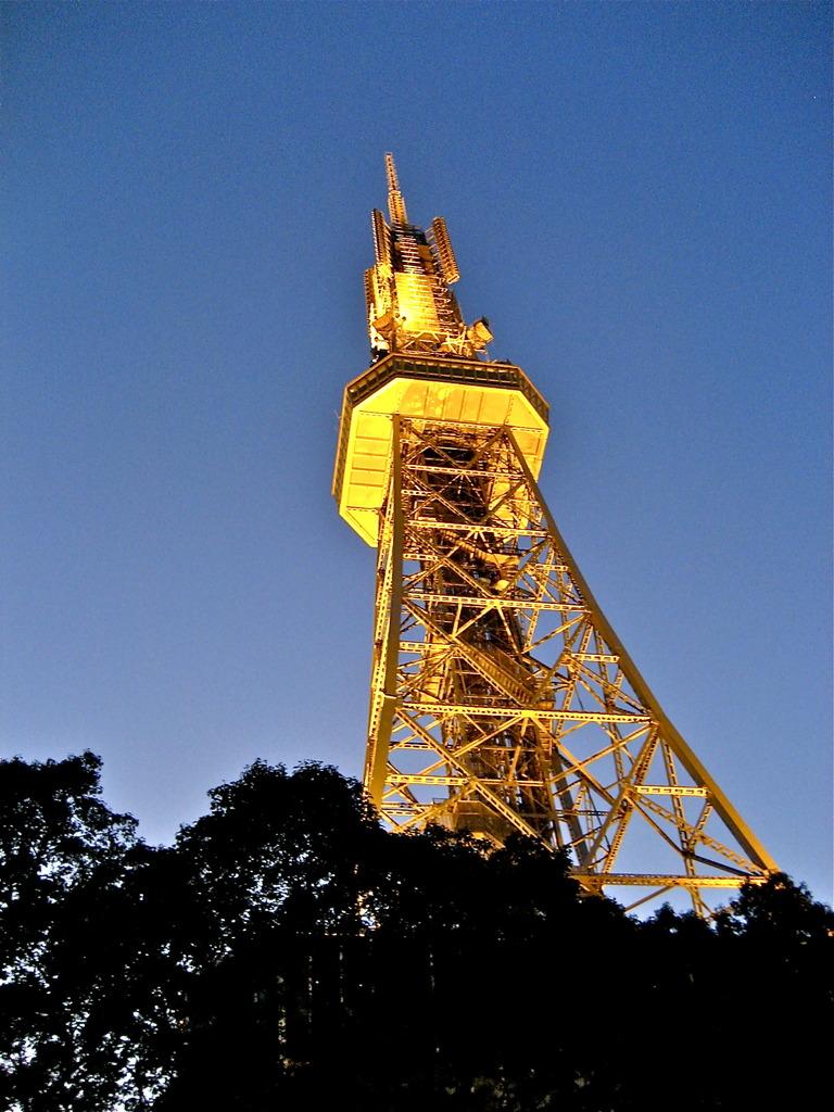 宵のTV塔