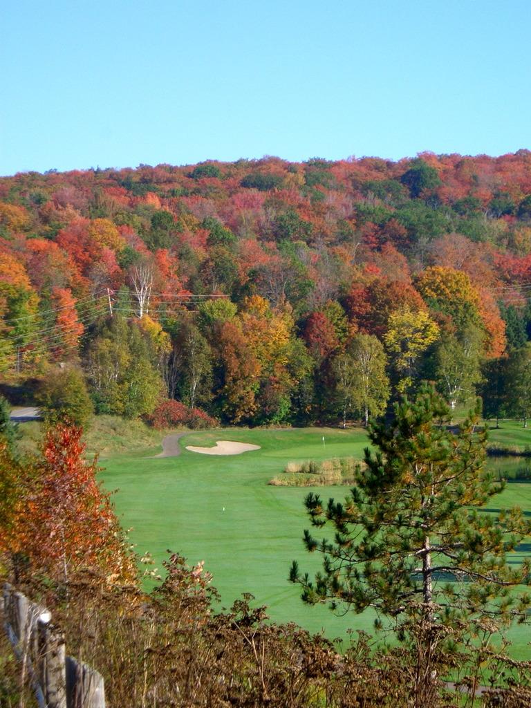 紅葉のゴルフコース