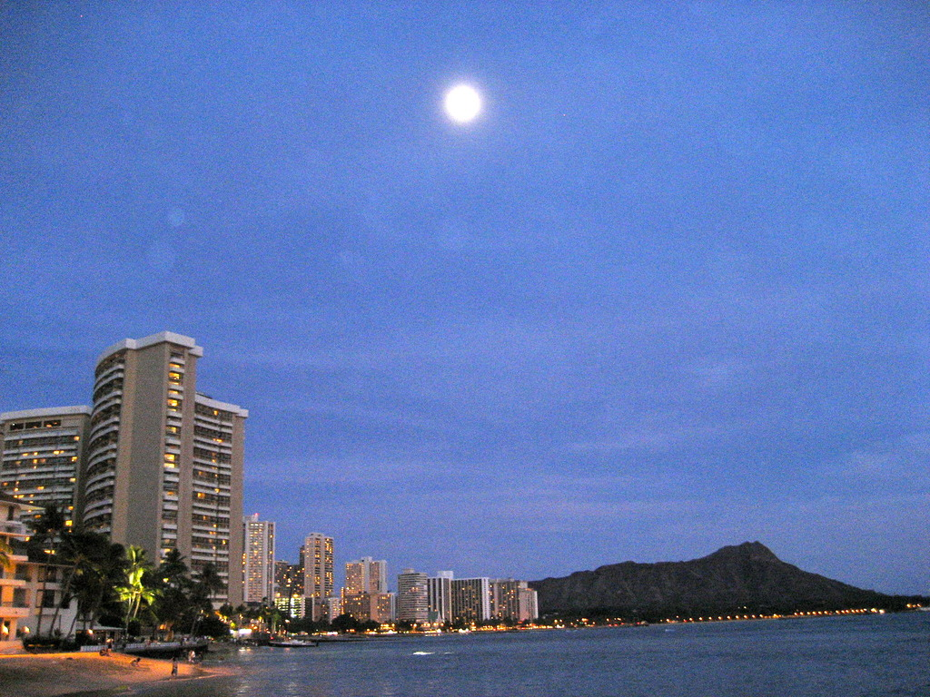 Full moon of the Waikikii
