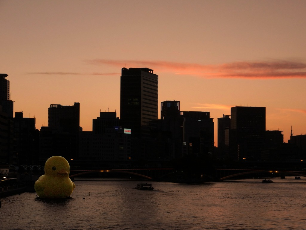 水都の夕べは緋に染まる