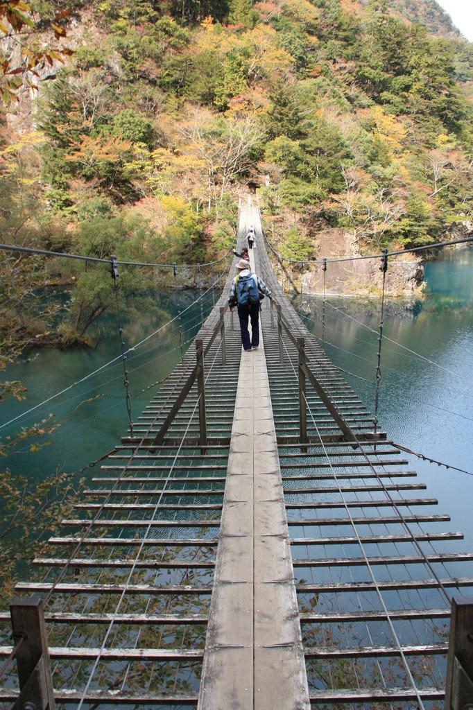 吊り橋は手ぶれ補正も効きません。