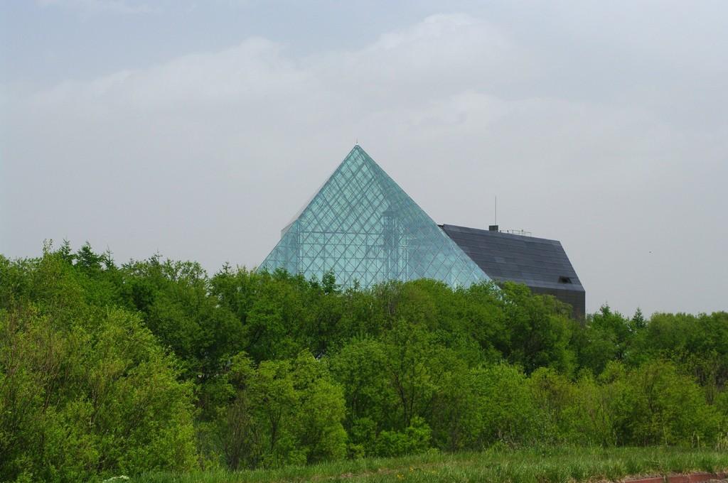 ガラスノピラミッド