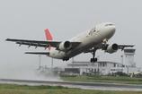 JAL A300-600R 水しぶきを上げて出雲を飛び立つ