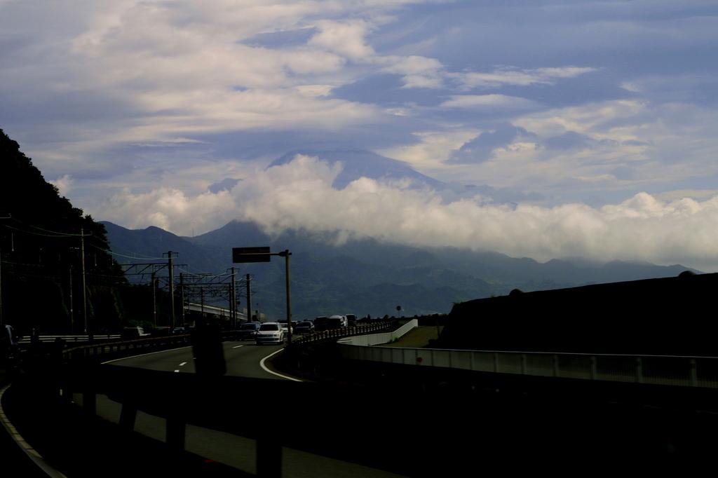 雲の向こうに