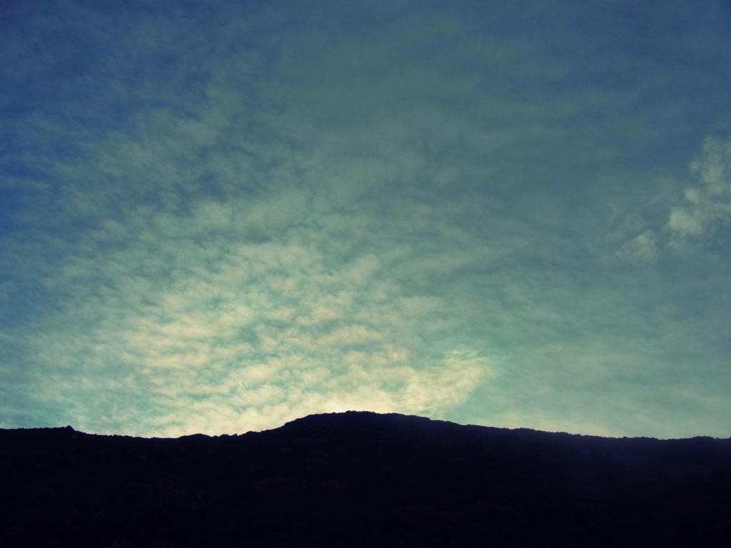 須走七合目から富士山頂を望む