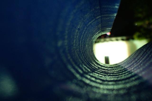 青い物体と光