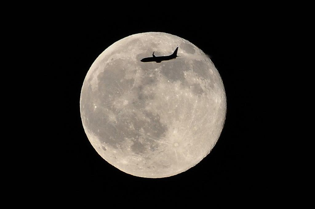 満月とB737