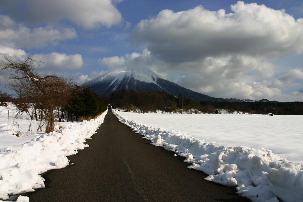 ご案内します・・・大山まで。