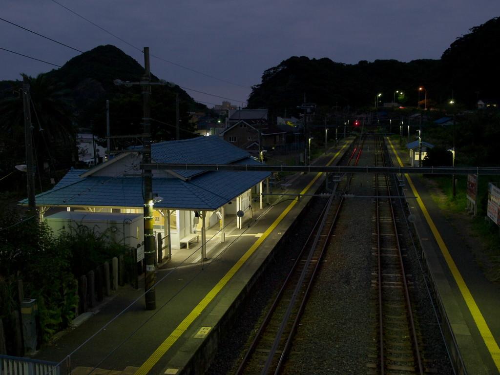 暮れなずむ太海駅