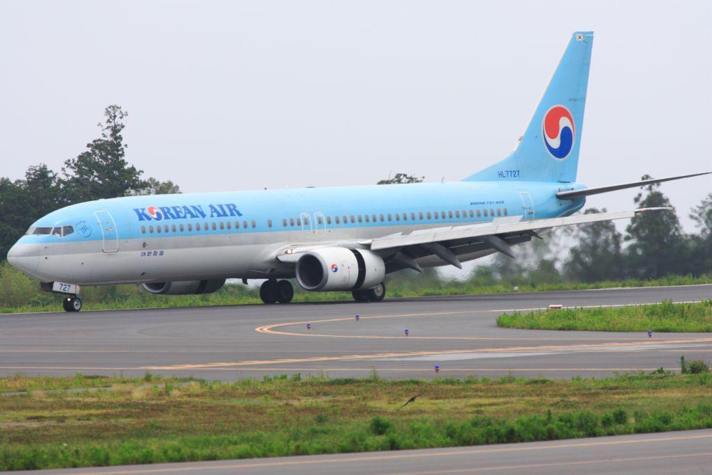 静岡空港にて 737-900
