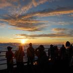 NIKON NIKON D40で撮影した風景(ご来光を見る人々)の写真(画像)