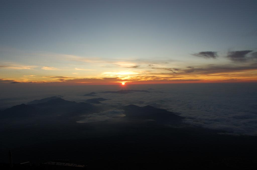 広がる雲海と御来光