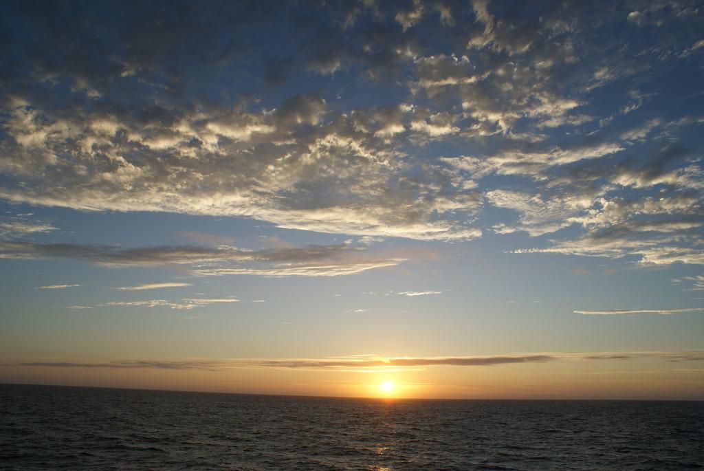 海上の夕日