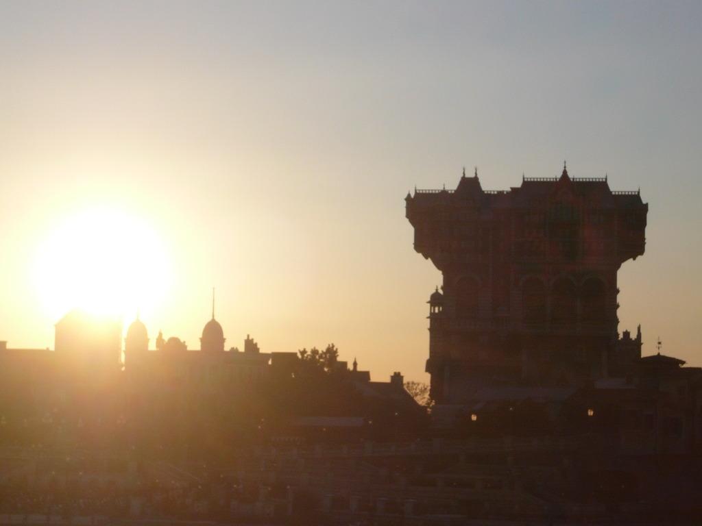 夜明けの廃墟