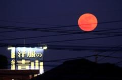 赤い月の出