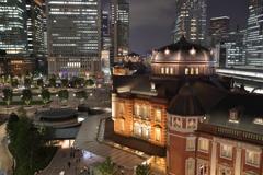 東京駅 横顔