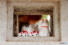 石灯籠と招き猫