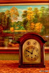 置時計と絵画