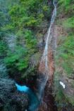 渓谷の名も無き滝