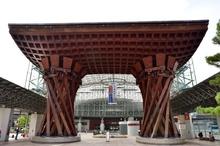 金沢駅の鼓門2