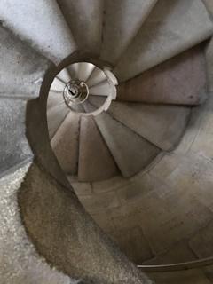 過去と未来を繋いでいる螺旋階段