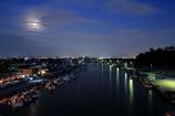 薄暮の港町
