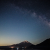 本栖湖の夜空