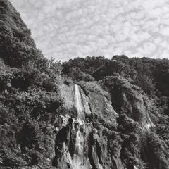 モノクロで撮る白銀の滝・・・