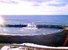 越えてくる波・・・