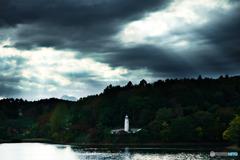 湖畔の灯台