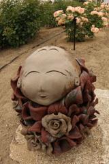 バラ園の薔薇女