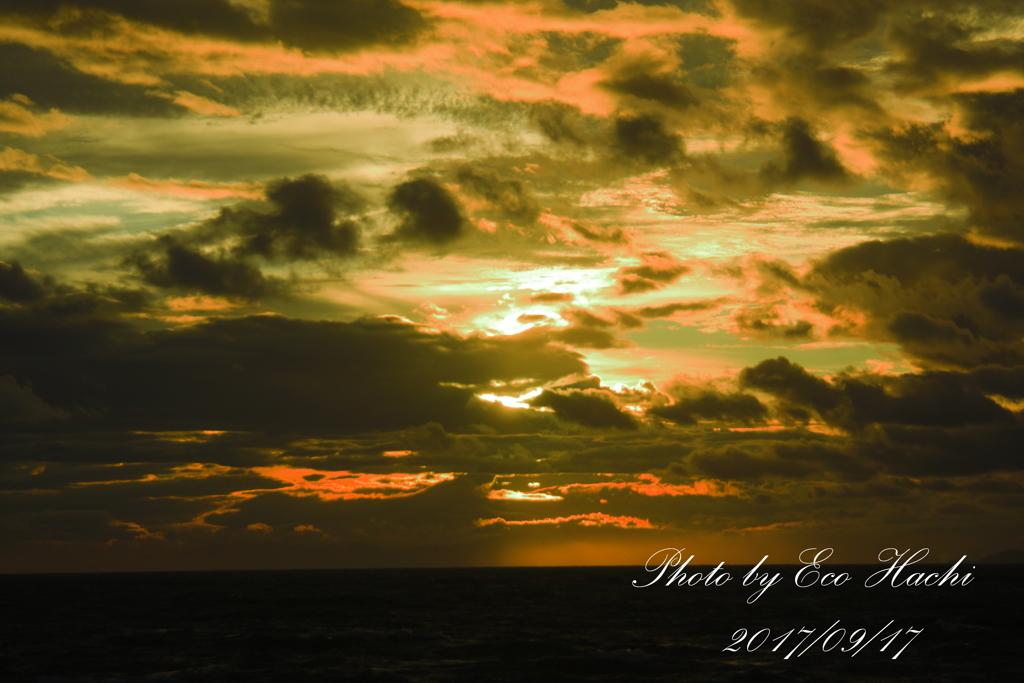 台風タリムの空