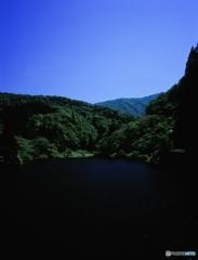 粟ヶ岳中央登山道入口貯水池