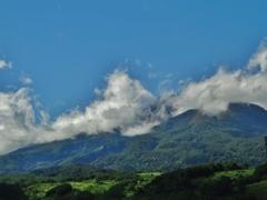 第千五百六十二作  「湧きたつた雲は 夏の名残りか はたまた」 新潟県妙高