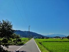 第千四百六十三作  「まつすぐと 敷かれた路では あるけれど」 富山県朝日