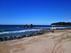 第千五百六十七作  「浜へ裸足で 寄せてはかえす 波のいざなひ」 福岡県糸島